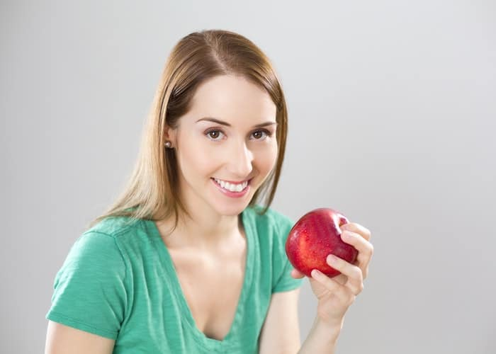 healthy-women-eating-apple